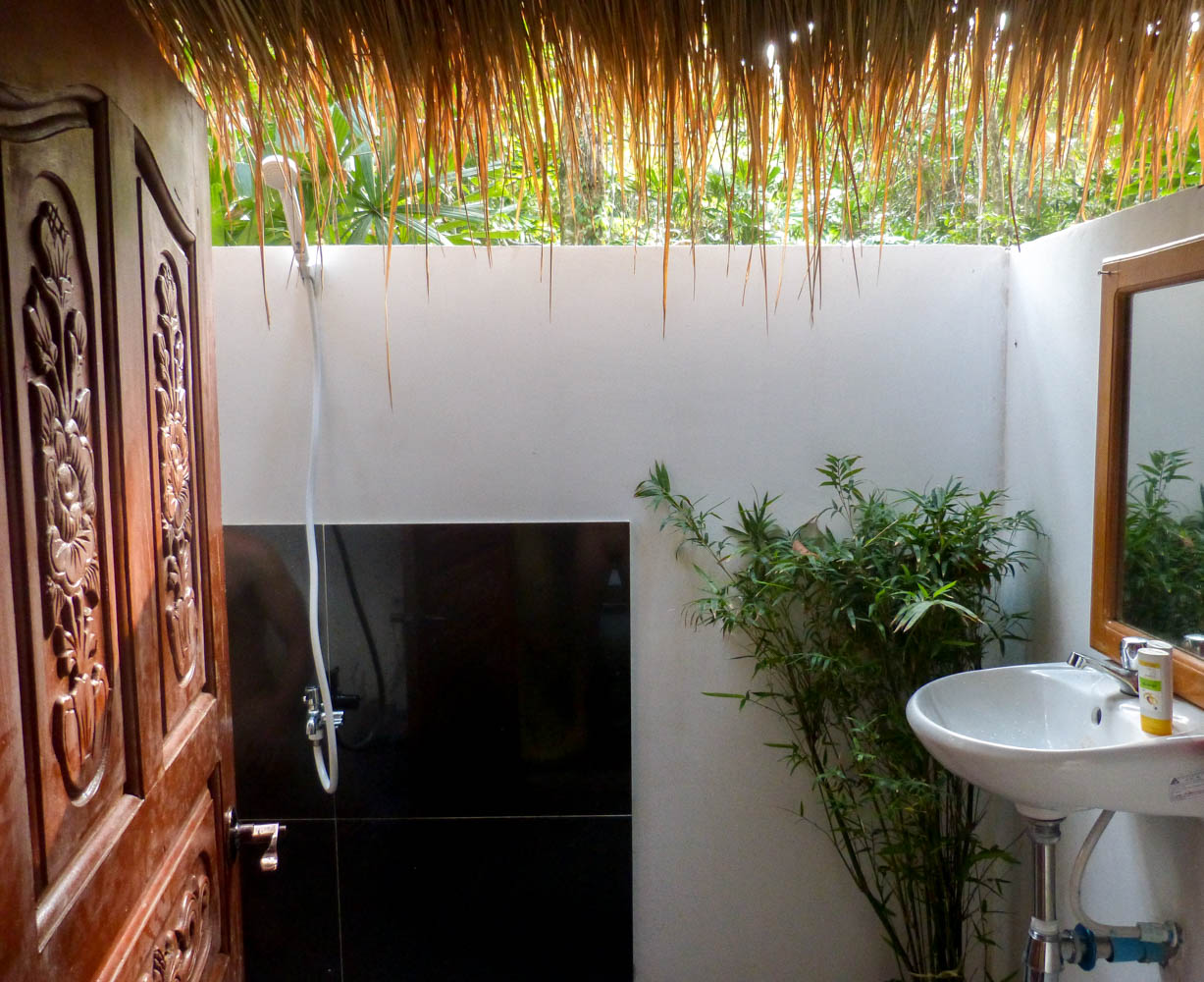 Happa Garden Resort bathroom
