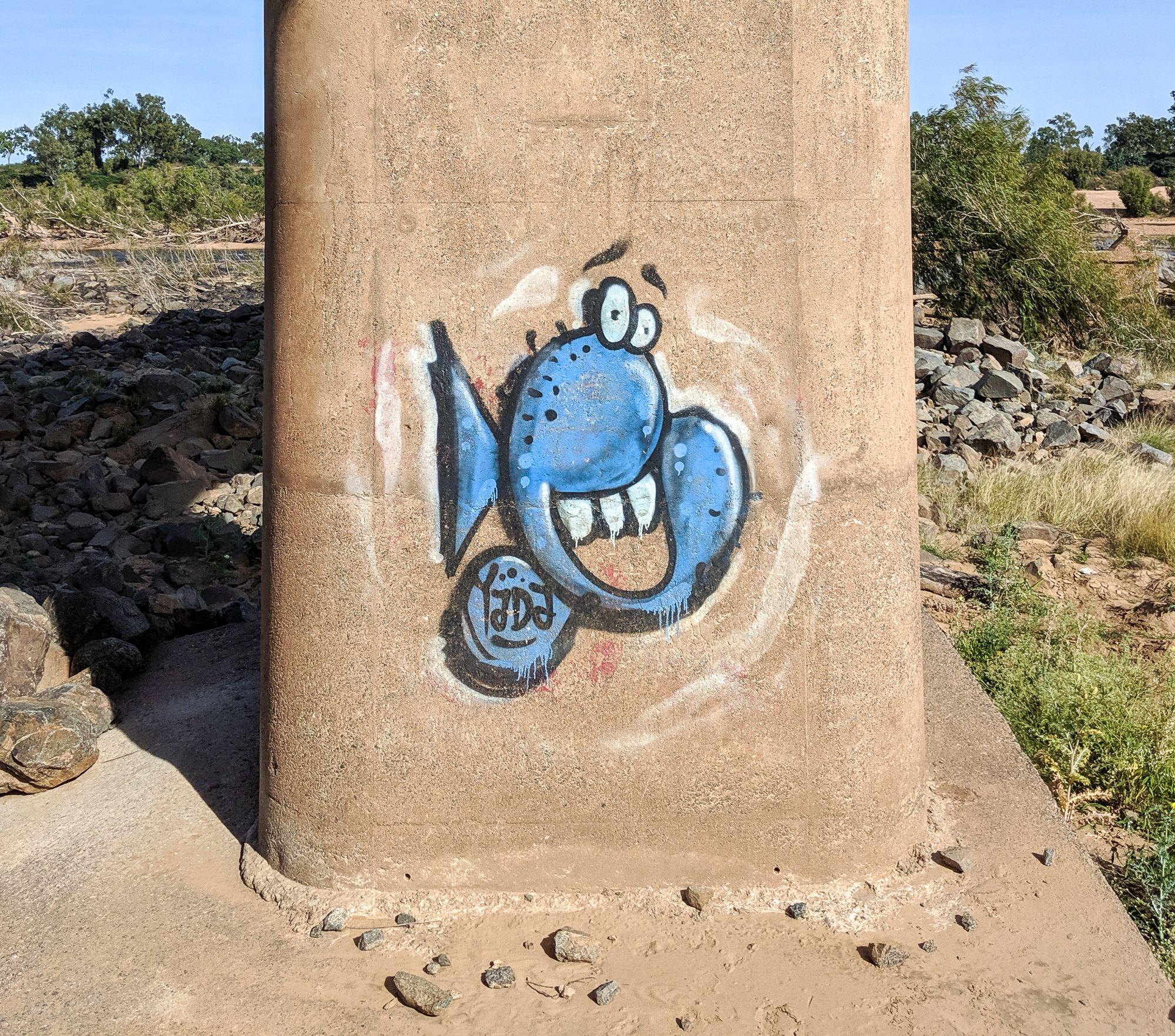 burdekin bridge graffiti