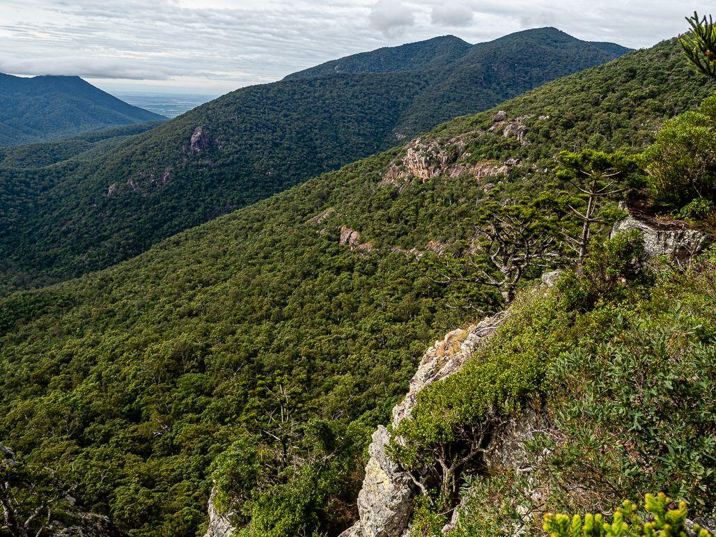 cockatoo rock joys cliff