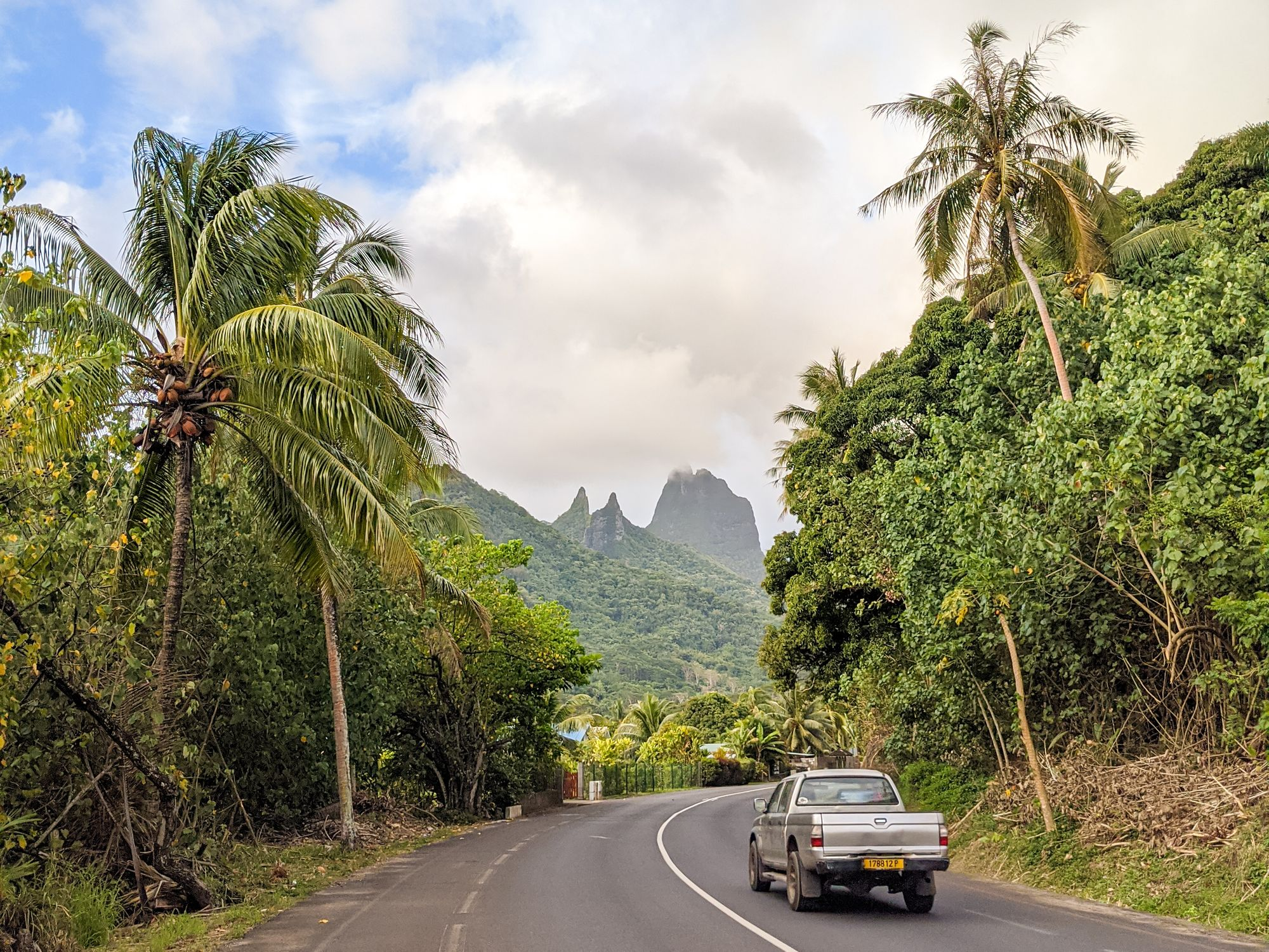 hitchhiking car moorea french polynesia