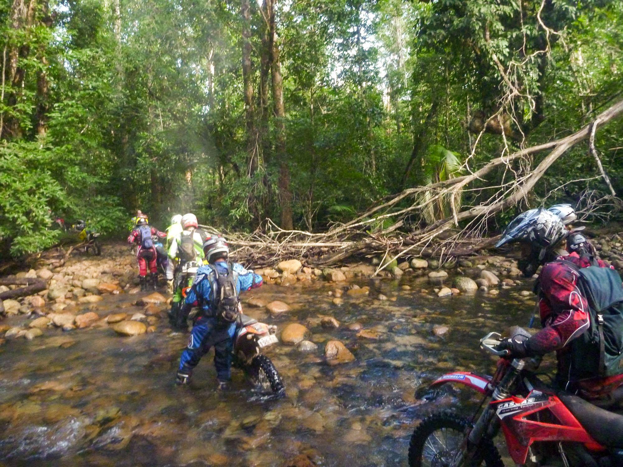 dirt bike creek corssing 1