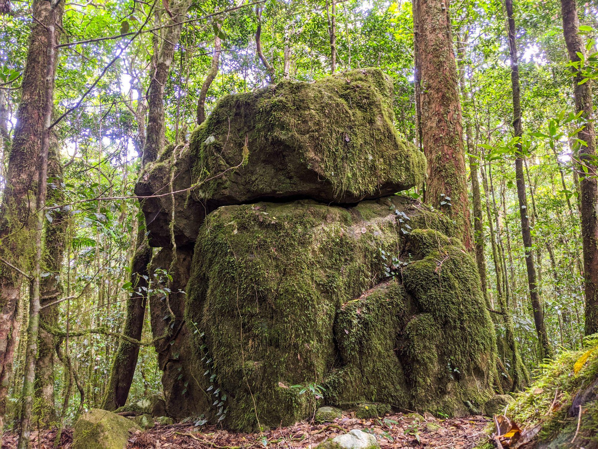 shoulder rock bowling green bay national park