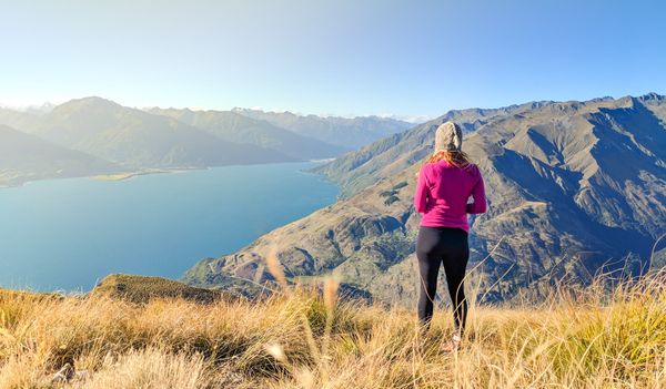 Views of Lake Wanaka and Lake Hāwea from Isthmus Peak